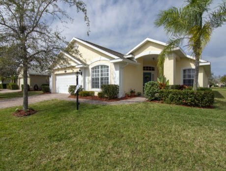 Spacious Citrus Springs abode features updated kitchen